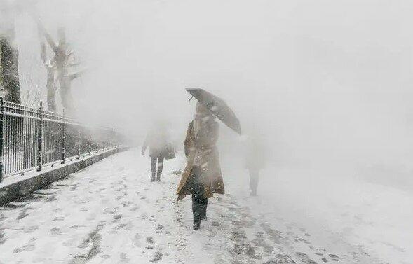 Sensacyjne doniesienia z południa Polski. Na drogach ślisko, w nocy rozhulała się śnieżyca. IMGW wydał specjalne ostrzeżenia