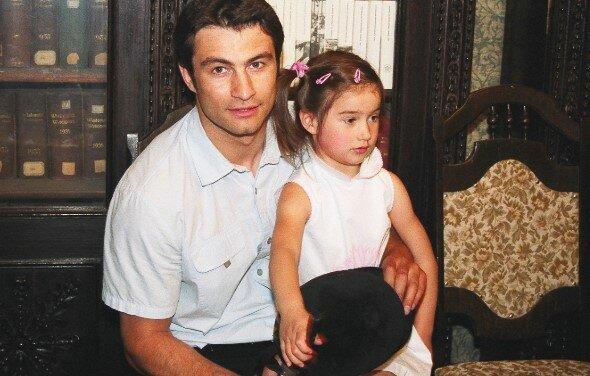 """Córka aktora znanego z popularnego serialu ,,Adam i Ewa"""" wyrosła na prawdziwą piękność"""