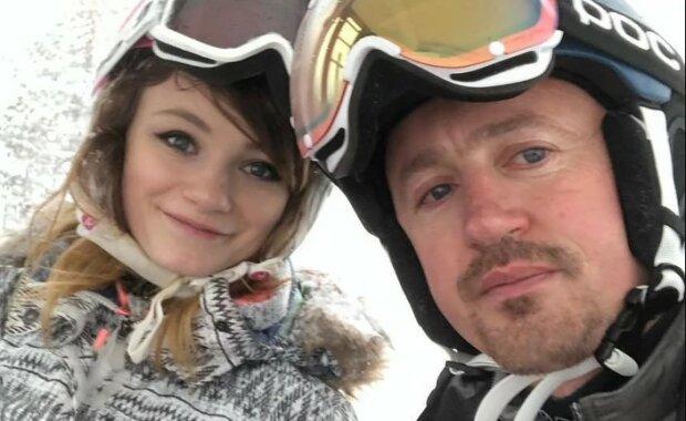 Córka polskiego mistrza w skokach narciarskich dorosła i zachwyca urodą. Dziewczyna jest ambitna, stała się duma swoich rodziców