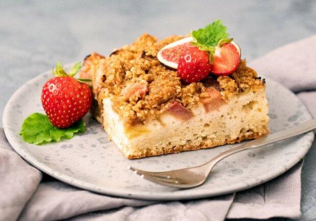 To ciasto robi się w kilkanaście minut i poradzi sobie z nim nawet kulinarna łamaga. Goście będą oblizywać palce z zachwytu