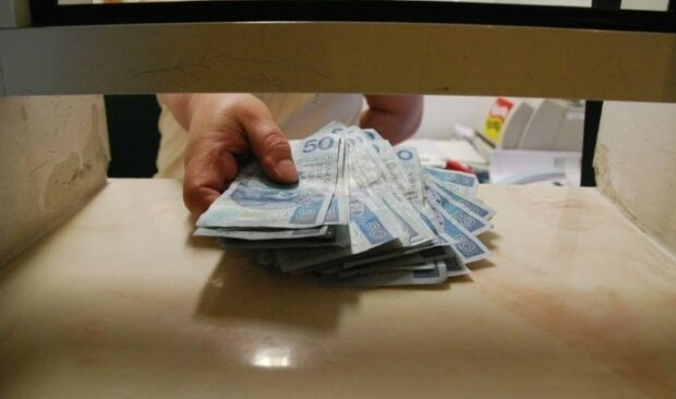Bank bezprawnie pobrał pieniądze od swoich klientów. Jeśli złożysz reklamację dostaniesz należny zwrot