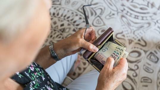 Dodatkowe 1500 złotych dla emerytów. Wystarczy zrobić jedną rzecz, aby zasilić swój budżet