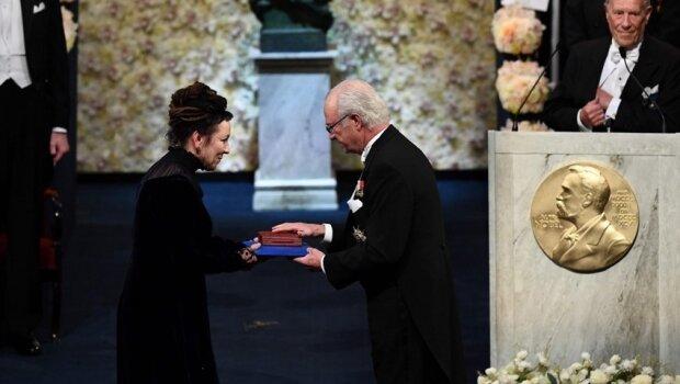 Olga Tokarczuk odebrała NagrodęNobla. Podczas ceremonii towarzyszyli jej najbliżsi