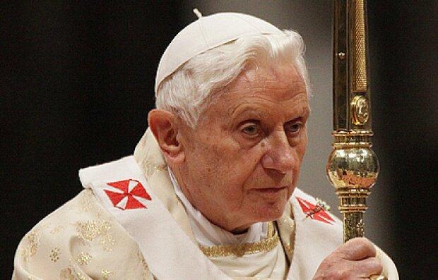 Niepokojące wieści o stanie zdrowia Benedykta XVI. Wierni pogrążeni w modlitwie o papieża