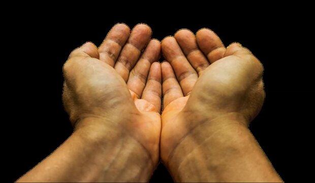 Znak na dłoniach/YouTube @Zjawiska Niewyjaśnione