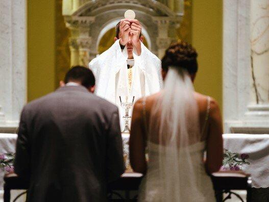 Księża będą pytać o niezwykle intymne sprawy podczas nauk przedmałżeńskich. Część par nie dostanie ślubu kościelnego