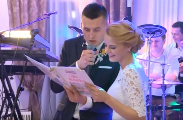 Ta młoda para zmieniła pewien weselny zwyczaj w coś niesamowitego. Ich bajka napisana specjalnie dla rodziców robi prawdziwą furorę w Internecie