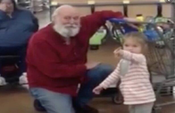 Ta dziewczynka myślała, że spotkała prawdziwego Świętego Mikołaja. Reakcja mężczyzny jest niesamowita