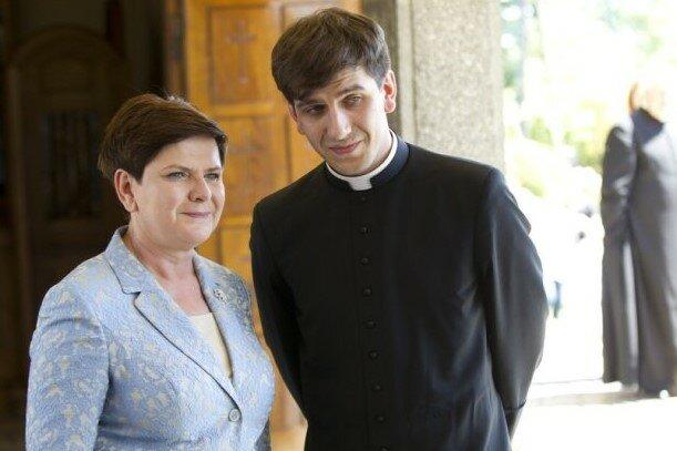 Syn Beaty Szydło zrezygnował ze stanu duchownego. Zaskakująca decyzja księdza może prowadzić do ślubu