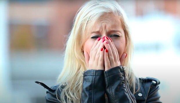 Kobieta jest zrozpaczona! / YouTube:  All Video Free