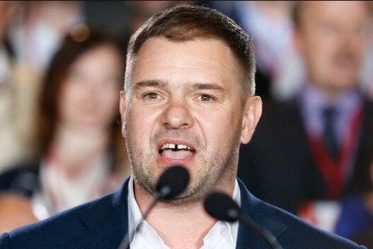 Znany polski aktor jest zadłużony u jednego z senatorów. Suma jest potężna