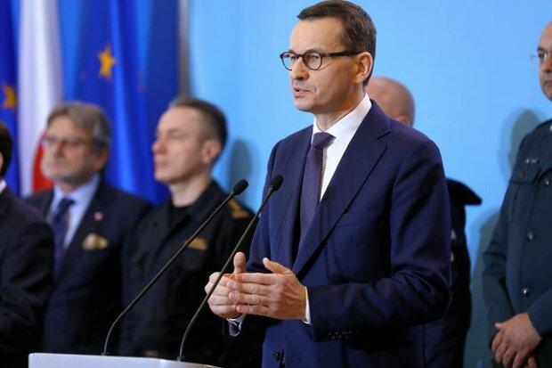 Mateusz Morawiecki wprowadza w Polsce stan wyjątkowy