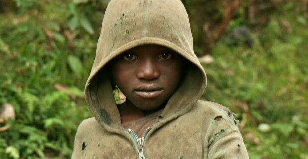 Dzięki jednemu zdaniu trafił z afrykańskiego wysypiska śmieci na Harvard. Niesamowita historia chłopca z Rwandy