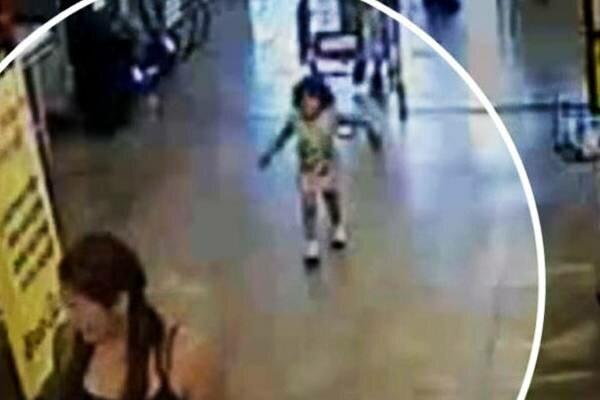 Ta 2-letnia dziewczynka zjawiła się niespodziewanie w budynku opieki społecznej. Miała przy sobie pewien list
