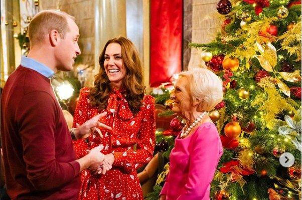 Niesamowite drzewko bożonarodzeniowe księżnej Kate! Choinka wręcz ocieka złotem