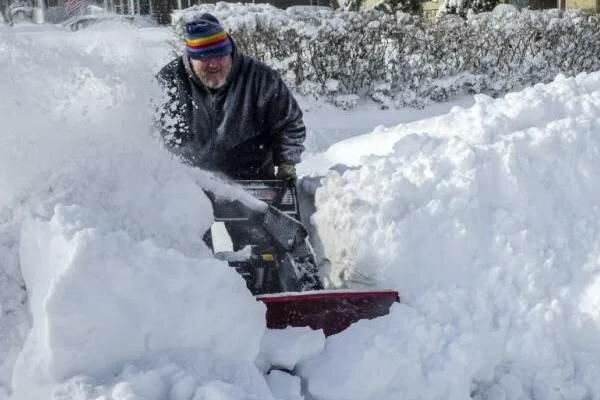 Bardzo zła pogoda w Kanadzie. Mieszkańcy nie mogą wyjść z domów, do akcji musiało wkroczyć wojsko