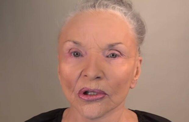 Ta kobieta w kilka chwil odmładza się o 25 lat. Pomaga jej w tym magia makijażu
