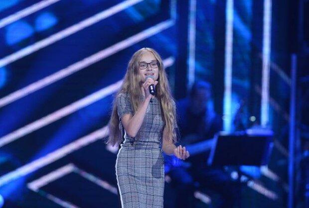 """Ta dziewczynka podczas swojego występu w """"The Voice Kids"""" wzruszyła wszystkich. Ma niebywały talent"""