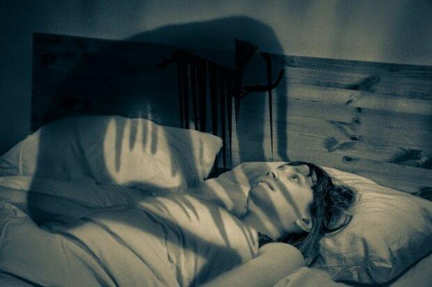 Eksperci wyjaśniają, dlaczego ludzie budzą się w środku nocy kompletnie przerażeni. To zaskakujące