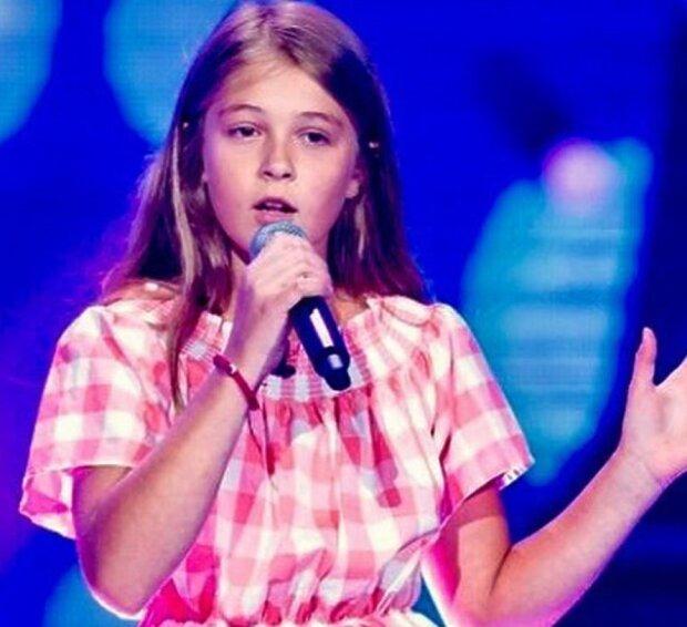 """Niesamowity występ 11-latki w """"The Voice Kids"""". Każdy wróży jej niesamowitą karierę. Jury było zachwycone"""