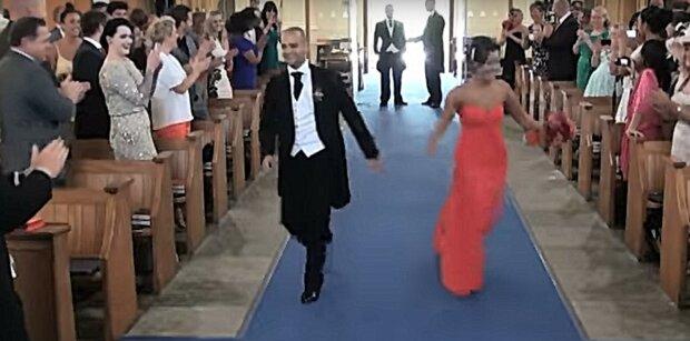 Niesamowity pomysł na ceremonie ślubną. Gdy drzwi kościoła się otworzyły wszyscy byli zdziwieni. Nagranie z tego wydarzenia zobaczyło miliony osób