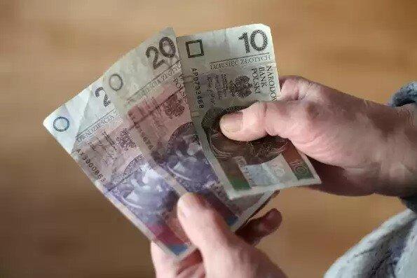 """Potężna grupa Polaków nie dostanie świadczenia z programu Emerytura Plus. """"Trzynastka"""" nie trafi do setek tysięcy emerytów"""