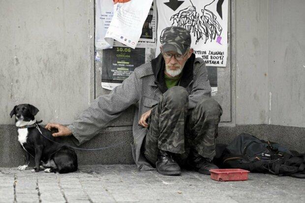 Kobieta chciała tylko pomóc bezdomnemu. To, czego dowiedziała się potem całkowicie odmieniło jej życie