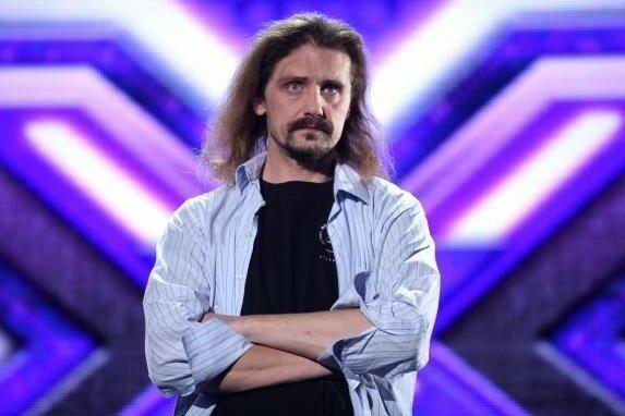 """Pierwszy zwycięzca """"X-Factor"""" wciąż w ciężkim stanie. Pojawił się jednak promyk nadziei, nowe informacje o zdrowiu Gienka Loski"""