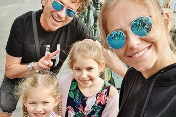 Córki Piotra Rubika nie chodzą do szkoły? Rodzina kompozytora na kolejnych wakacjach