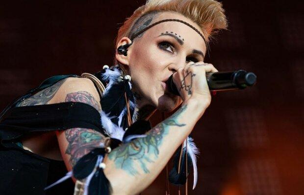 Totalna przemiana uwielbianej wokalistki. Fani byli skonsternowani, gdy zobaczyli ją podczas Finału WOŚP, trudno ją rozpoznać