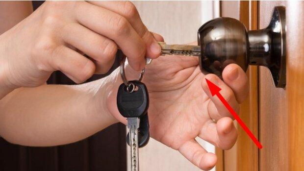 Nie wolno zakładać tego zamka w drzwiach. Włamywacze znają sposoby, aby go otworzyć
