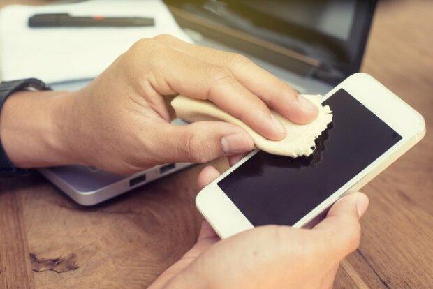 Dzięki temu nietypowemu trikowi telefon już nigdy nie będzie porysowany. Nikt wcześniej nie znał tej metody