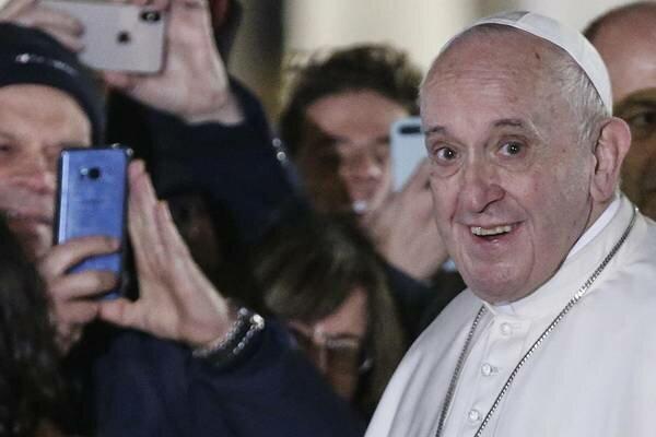 W mediach pojawiły się zdjęcia papieża Franciszka z przeszłości. Jest nie do poznania