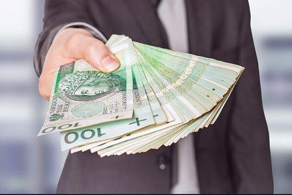 Zaskoczenie dla klientów polskich banków. Dzięki Unii Europejskiej dostaniemy pieniądze za friko
