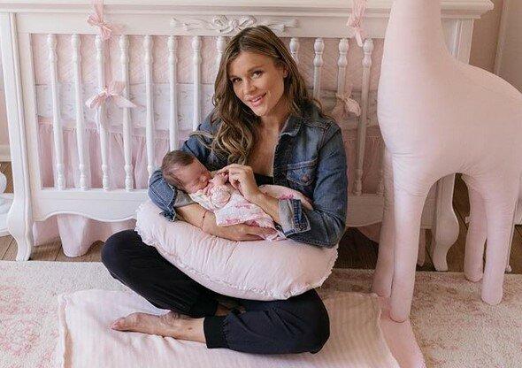 Joanna Krupa zdradziła, że macierzyństwo zaczyna ją przytłaczać. Modelka jest zmęczona opieką nad małą Ashą
