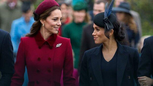 Czy Meghan próbuje upodobnić się do księżnej Kate. Ich świąteczne kartki są zadziwiająco podobne