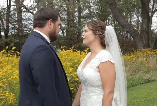 Jej mąż dostał od niej nietypowy prezent ślubny. Łzy same cisną się do oczu, wyjątkowa historia