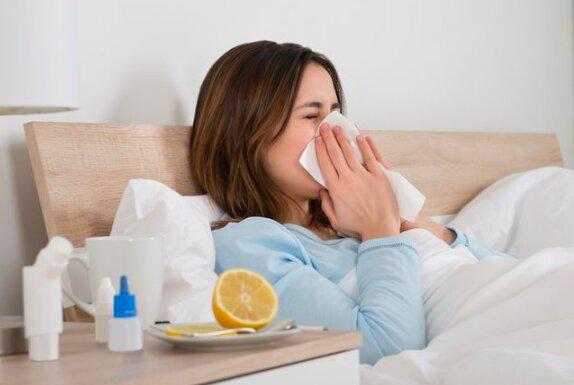 Tysiące Polaków zachorowało na grypę. Statystyki pokazują, że w naszym kraju grypa jest większym problemem niż koronawirus