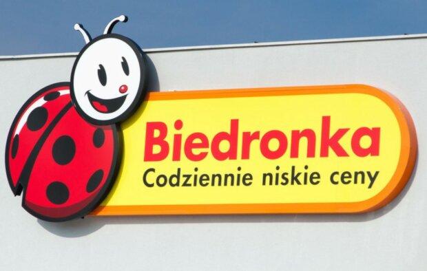 Biedronka wyposaży Polaków w deficytowy dziś produkt do higieny. Do tej pory nie było go nawet w magazynach