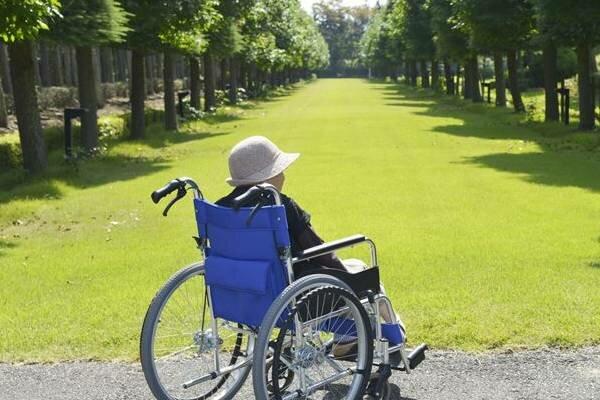 Wzrost płacy minimalnej jest bardzo złą wiadomością dla osób przebywających w domach starości