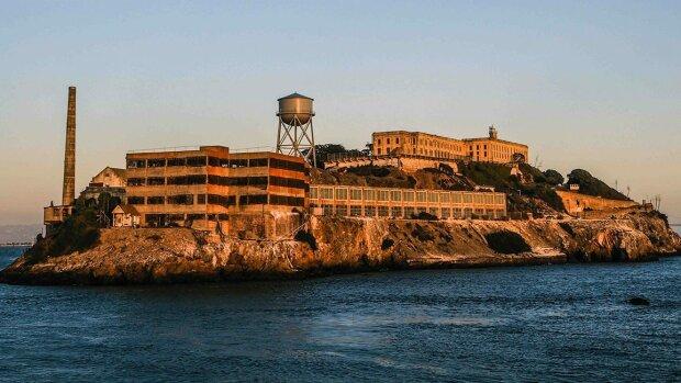 Fakty i mity o najpilniej strzeżonym więzieniu na świecie. Niektórym udało się wydostać z Alcatraz