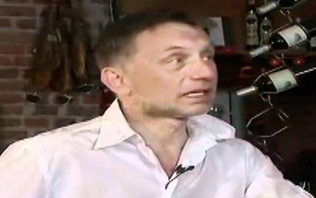 Sensacyjne wyznanie znanego aktora. Krzysztof Tyniec opowiedział o swoich nastoletnich doświadczeniach związanych z kościołem