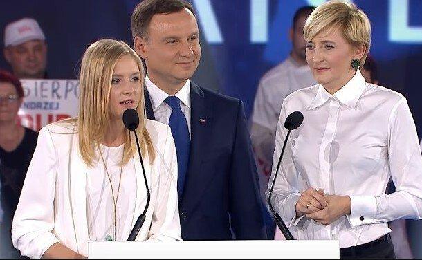Córka prezydenta Andrzeja Dudy zadała szyku. Zmieniła się wręcz nie do poznania, liczne komentarze w Internecie