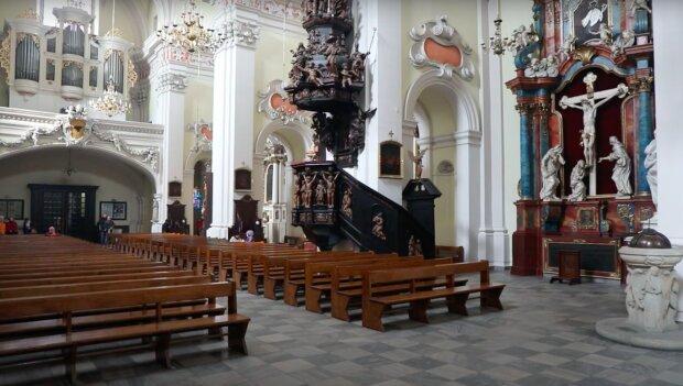 Złamano obostrzenia w kościele! / YouTube: Telewizja Leszno
