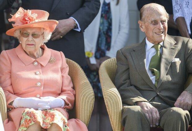 Elżbieta II trwa w modlitwie przy najbliższej osobie. Rodzina królewska martwi się o stan zdrowia nestora rodu