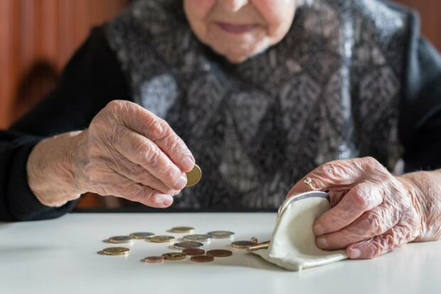 Starsza kobieta znalazła sięw sytuacji bez wyjścia. Musi oddać pieniądze na kościół
