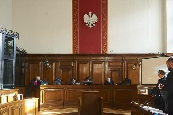 Pewna starsza kobieta została wezwana do sądu w roli świadka. Jej słowa wprawiają w osłupienie