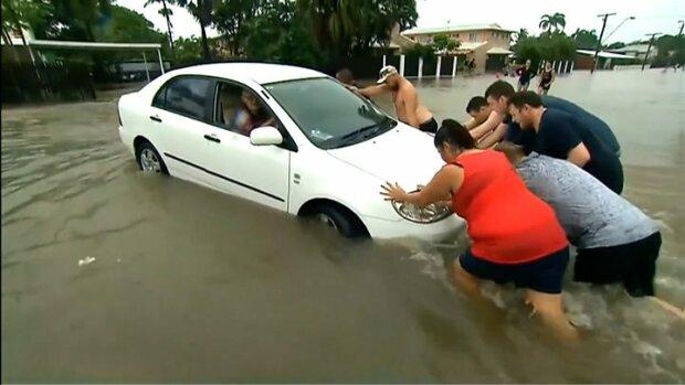 """Z deszczu pod rynnę. Kolejne nawałnice nawiedzają niemal całą Australię. ,,Takie coś zdarza się raz na sto lat"""""""