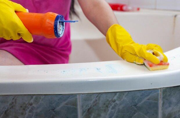 Zaskakujący trik na lśniąco czystą wannę. Warto go znać przed świątecznymi porządkami
